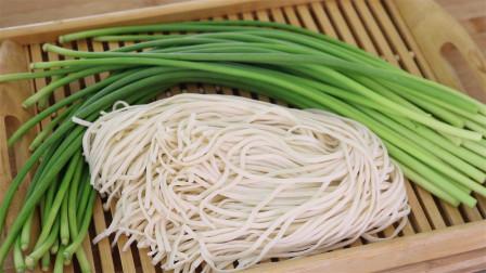 蒜苔这样做最棒,加1把面条,既能当菜又能当饭,出锅馋的流口水