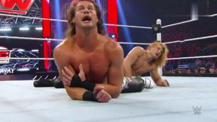 WWE白哥有女友助阵可道夫对他毫不留情不给他一点面子
