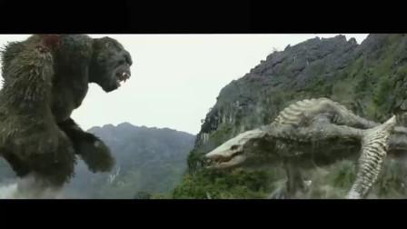 金刚骷髅岛金刚怒锤巨型蜥蜴拔起大树一伦对着蜥蜴当头一棒