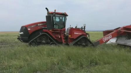 这么好的草地被重型拖拉机给铲平可惜了,重型拖拉机用刮板平整土地