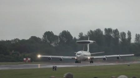 美军预警机起飞时也是浓烟滚滚噪音很大,E-3预警机高速起飞