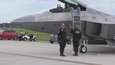 美国非洲裔黑人飞行员驾驶F-22隐形战机快速起飞