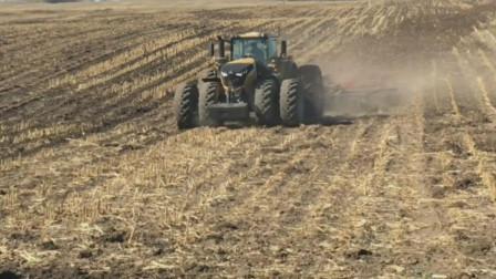 这台拖拉机真大,重型拖拉机快速耕作可减少水土养分流失