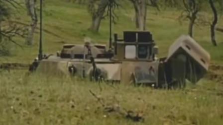 美军M2步兵战车发射陶式光纤制导反坦克导弹攻击敌人坦克