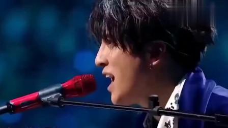 薛之谦毛不易合唱《下雨了》当开口那一刻,简直太绝了!