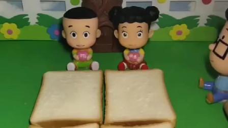 爸爸妈妈下班回来了,给他们做面包吃,大头这是做的什么啊