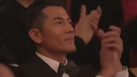 朴树又在台湾唱《平凡之路》台唱醉全场大咖,郭富城拍手叫好
