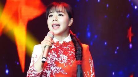 王二妮的嗓音最适合唱这首歌,一首《丰收中国》,唱出歌中意境!