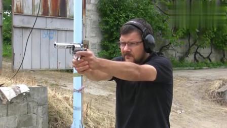 看老外玩44口径左轮手枪射击实测,看着笨重,但是挺漂亮的