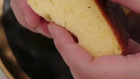 深夜美食:电饭煲做蛋糕?塑料瓶自制打蛋器?这个教程太简单!