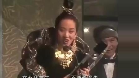 梅艳芳就是靠这首歌打败了陈慧娴的《千千阙歌》,太有个人魅力