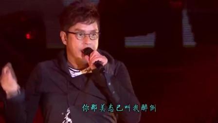 谭咏麟隔28年再唱《爱情陷阱》,唱功不减当年,现场观众很热烈