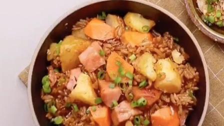 电饭锅就能搞定,火腿肠土豆焖饭。