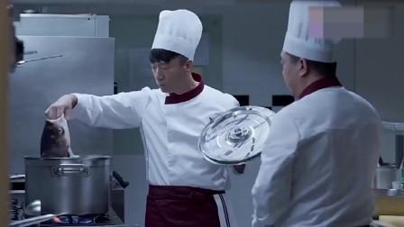 中国厨师用一包方便面调料,瞬间征服了外国美食顶级品鉴员