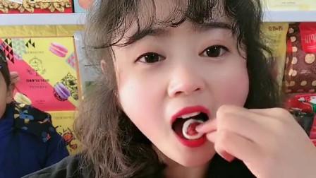萌姐试吃:小猪佩奇棒棒糖,果冻巧克力,彩色糖果,奶油蛋糕第21期
