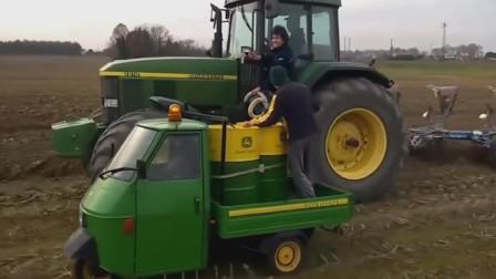 这就是相对静止,重型拖拉机边耕地边加油