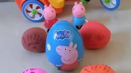 小朋友们是不是都很好奇,这些曲奇蛋里放了什么东西,我们一起来看