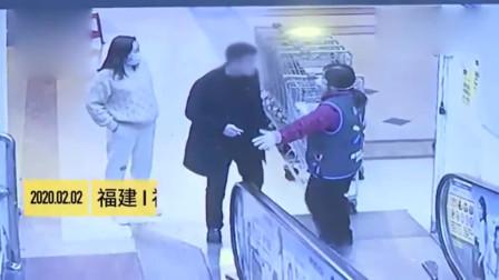 男子不戴口罩逛超市,对着大妈大口吹气!网友:差点就亲住了