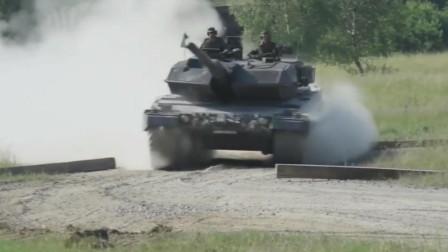 霸气德国豹2高速机动碾压小汽车