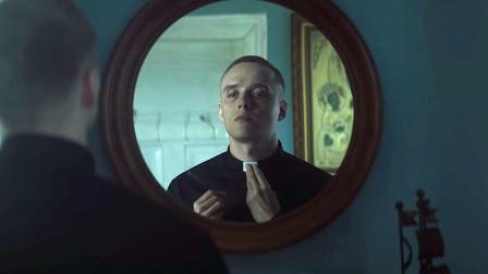 罪犯出狱后假扮牧师,广受欢迎,这部电影太讽刺了