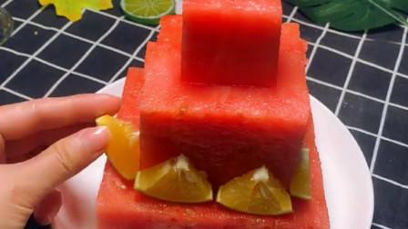 给老婆做个生日蛋糕,用西瓜当底座怎么样,肯定特别惊喜吧!