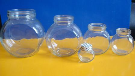 家中这样的玻璃瓶别再扔了!留在家中男女人都用的到,早知早受益