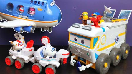 超级飞侠玩具大鹏飞机载乘客到太空探索