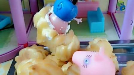 猪妈妈给佩奇做泡芙吃,泡芙里连奶油都没有,原来是被乔治偷吃了!