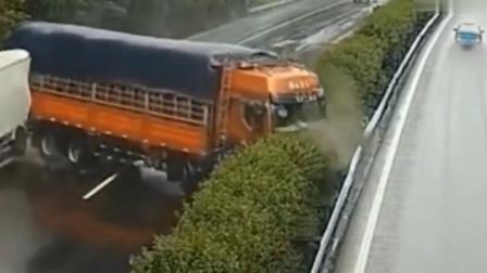 大货车横扫一片,回看监控,才知道司机把伤害降到了最低
