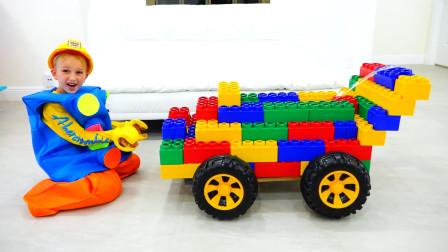 萌娃小可爱真是多才多艺呢!小家伙给弟弟设计制作了一辆玩具车,真是棒棒哒!