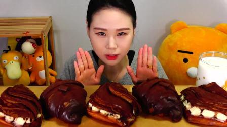 韩国大胃王卡妹,吃巧克力牛角面包、提拉米苏派面包,吃得真馋人