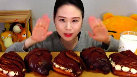 大胃王卡妹吃巧克力蛋糕,胃口不错,看她吃得真香