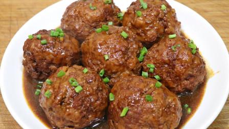 红烧狮子头的正确做法,调肉馅是关键,软糯入味,连吃3个都不腻
