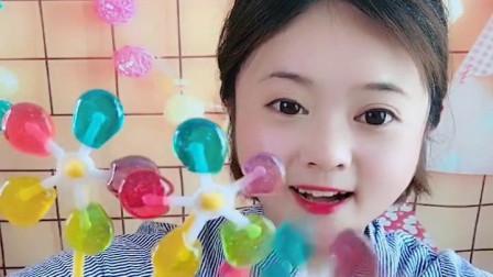 萌姐试吃:小猪佩奇棒棒糖,果冻巧克力,彩色糖果,奶油蛋糕第424期