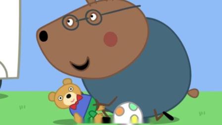 小猪佩奇:棕熊先生为小朋友演示,当泰迪熊被足球绊倒时该怎么做