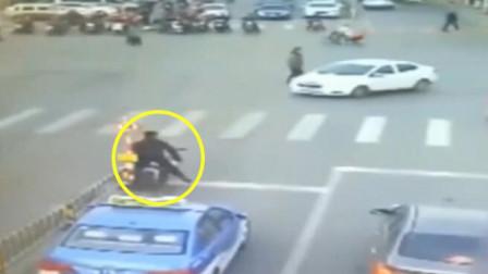 离奇的车祸现场,所有人都没动,这到底是谁的责任