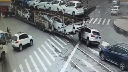 大货车一个转弯,可坑苦了宝马,谁也体会不到宝马女司机当时的无奈