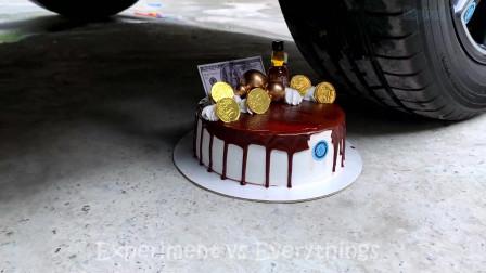 趣味实验:牛人把爱心棒棒糖、蛋糕、玩具等放在车轮下,好减压,勿模仿