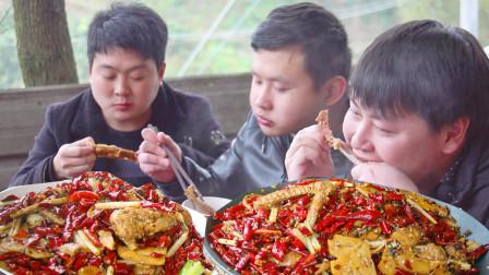 """农村小哥买3斤鸡翅3斤鸭翅,加1斤干辣椒做""""比翼双飞""""大口啃真过瘾"""