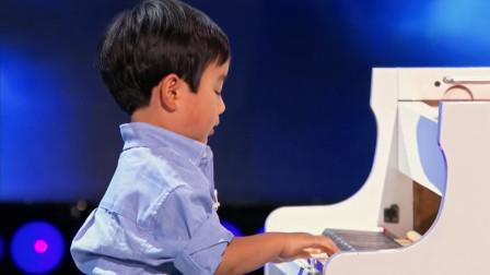 这小孩是怎么教的?才4岁钢琴就弹得这么好,长大还得了