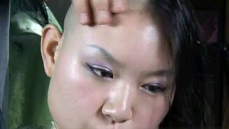 长发及肩的女护士刮光头