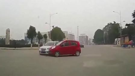 监控:高速快车道突遇女司机逆行,车主措不及防,当场悲烈收场!
