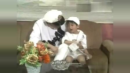 这个和谢贤一起表演的小男孩是不是小时候的谢霆锋啊,好可爱啊!
