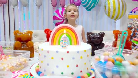 今天是萌娃小可爱的生日,爸爸准备了超美味的生日蛋糕,小家伙快吹蜡烛吧!