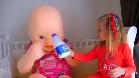 萌娃小可爱的玩偶宝宝可真是萌萌哒小家伙们可真是会玩呢萌娃吃饭啦