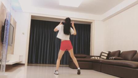 32步广场舞《爱情错觉》劲爆好听 简单易学