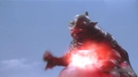 宇宙怪兽被奥特曼打败,临死前生下小宝贝,实在是太呆萌了!