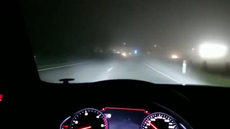 高速上夜晚驾驶台拥有激光大灯的车是什么感觉?让这台奥迪A8带着你