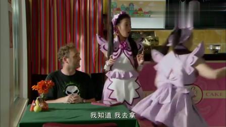 巴啦啦小魔仙:蛋糕店来个外国人,服务员听不懂,只能瞎比划