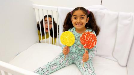真皮!姐姐最后能抓到萌宝小萝莉偷吃棒棒糖吗?趣味玩具故事
